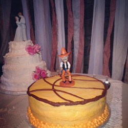 Talk about pride for your #almamater! #weddings #OSU #pistolpete #cake #oklahoma