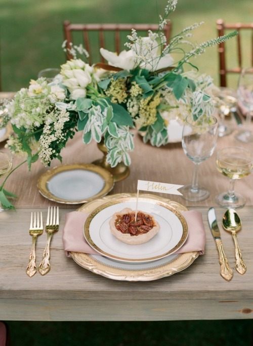 thegardenparties:  mini pies at each place setting and beautiful gold flatware