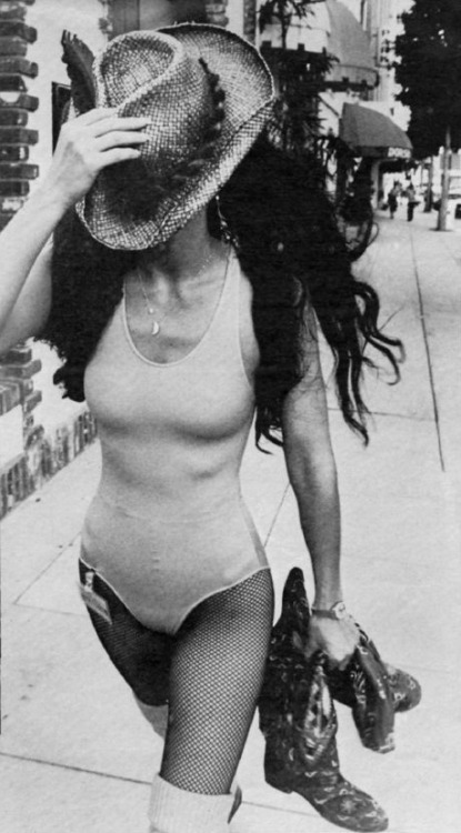 thesmithian:  superseventies:  Cher  [look of the hour]