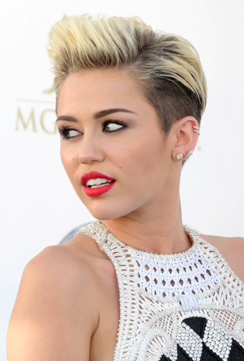 karla-world:  Miley bby