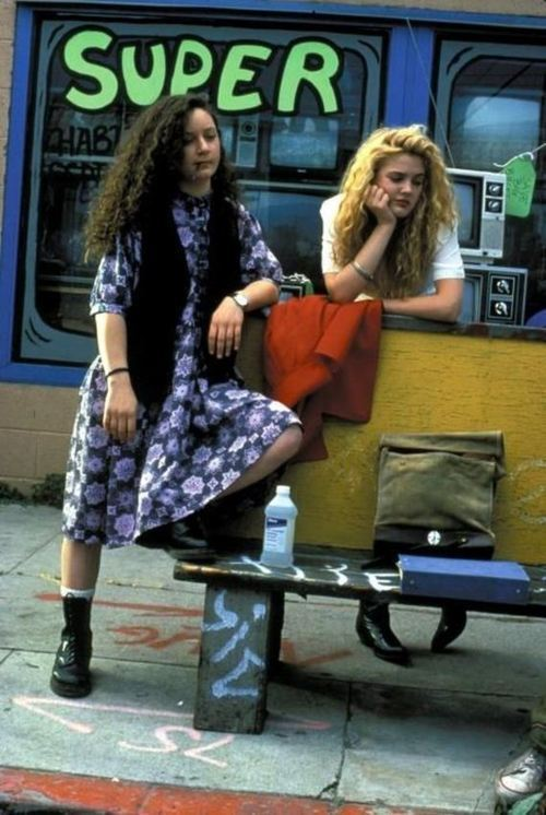 suicideblonde:  Sara Gilbert and Drew Barrymore in Poison Ivy (1992)