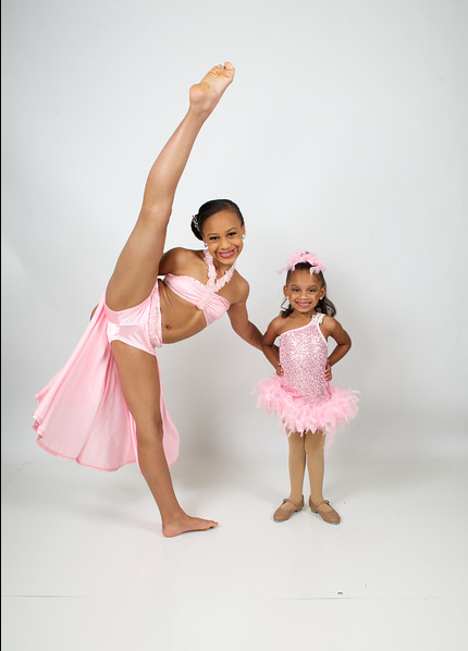 teamniasioux:  too too cute. victoria nia's tilt though…