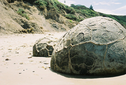 arquerio:  Moraki Boulders by Das Hilde on Flickr.
