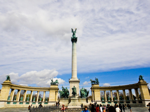 allthingseurope:  Heroes' Square, Budapest (by syhs)  ive been there!