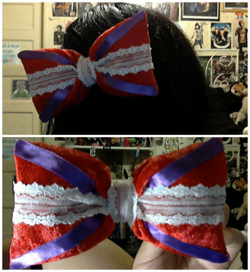 So here's the updated Dormouse bow (sans chain for now since I didn't have a spare laying around) It's really hard to take a decent picture of the red fabric I got cos it keeps photographing orange-y for some reason but it resembles the Dormouse jacket much better than the last one I used I think. What do you guys think?