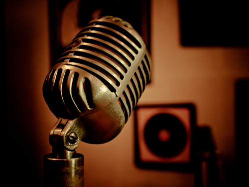 pipitographer:  The microphone at Sun Studios that was used to record some of the most legendary and iconic rock and roll records in history. You can see more of my photos of Graceland and Sun Studios here.  There are times I'm envious of my friend Nick (pipitographer). This would be one of those times.