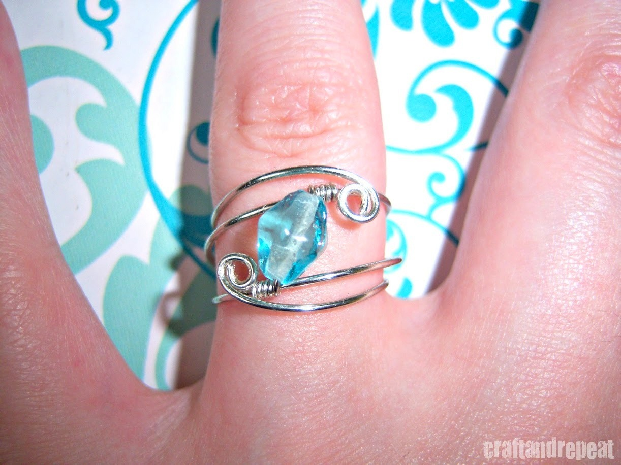 truebluemeandyou:  DIY Wire Wrapped Bead Ring Tutorial from Craft and Repeat here. For more wire DIYs (lots of jewelry) go here: truebluemeandyou.tumblr.com/tagged/wire