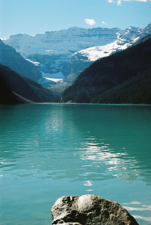 woodlandsouls:  Blue Lake Louise (by guibapoeta)