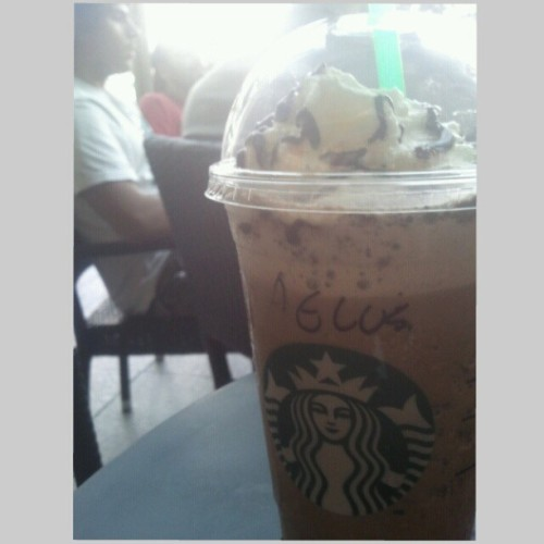 OFF DAY !!!! #starbucks #chocolatecreamchip (at Starbucks)
