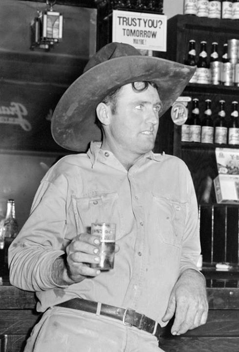 whitetrashjetsetter:  indypendent-thinking: Cowboy with beer in Alpine, Texas, 1944