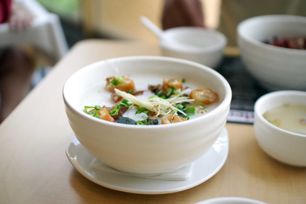 shelovesasianfood:  Congee (by SeetYing)