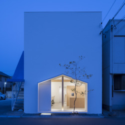 a form within a form…  Folm Arts beauty salon by Tsubasa Iwahashi Architects