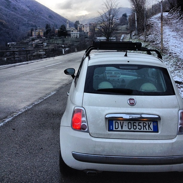lazycorner:  #winter #fiat #500 #fiat500 #car #instacar #snow #mountains (presso Mendrisio)