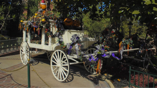 itworksproductions:  Halloween Haunted Mansion Wagon Hearse by ~DC-Mini