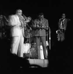 atane:  deeploungemusic:  Miles…  With J.J. Johnson and Hank Mobley. Photo by Laird Scott. See the full set on Mr. Scott's flickr page here.