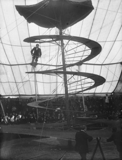 (via Circus Bicycle Act - Retronaut)