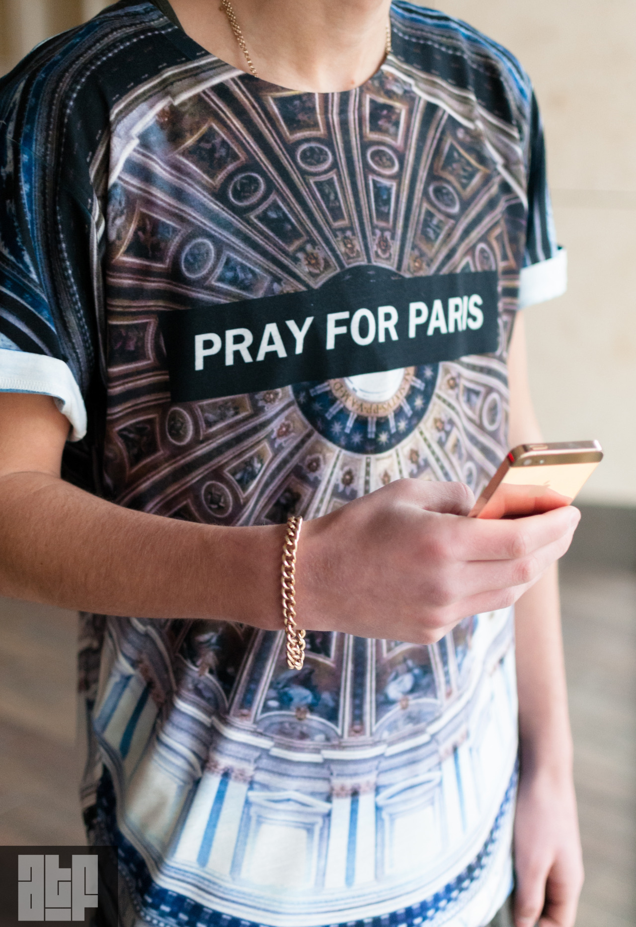 "itsallabouttheshoe:  Pray For Paris Gold Iphone 5 Follow us ""http://itsallabouttheshoe.tumblr.com"" Pascal Gasz"