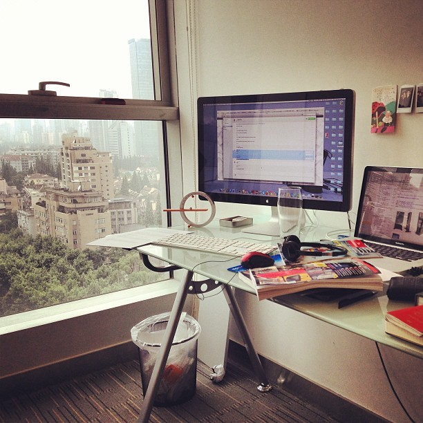 My new desk!!! #jackmorton #shanghai #office #new #work #desk (at Jack Morton)