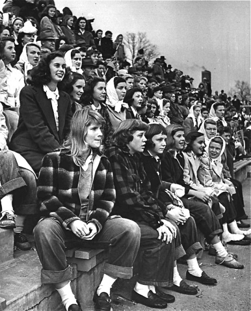 hollyhocksandtulips:  Teenage girls at a football game, 1944. Photo by Nina Leen