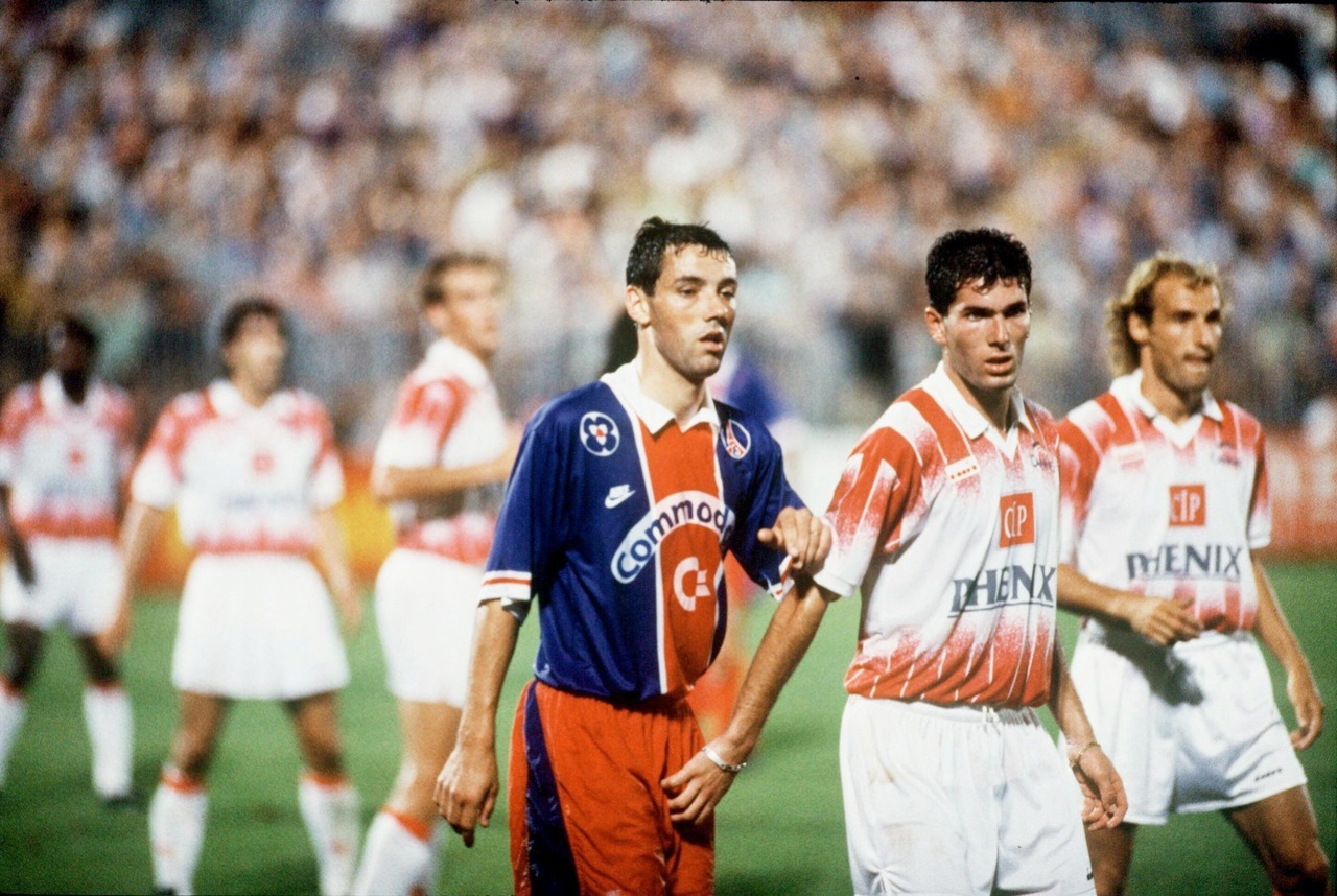 Toquetón Zinedine Zidane inquieto con Paul Le Guen. Cannes-Paris Saint Germain, Temporada 1990/1991.