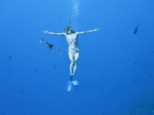 jesus-everywhere:  Jesus Snorkeling