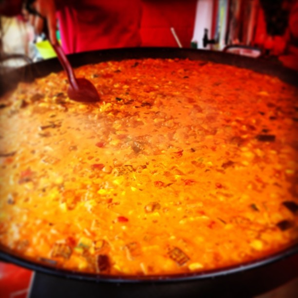 Giant paella. Jaaf vs food.