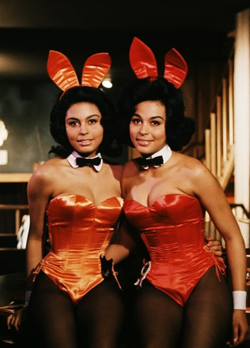 theswinginsixties:  Twins Jennifer and Janis Jackson at the Chicago Playboy Club, 1960s.