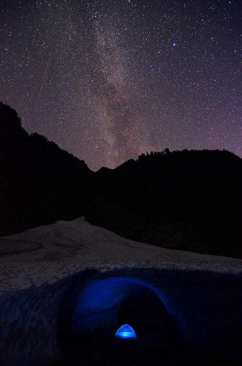 vurtual:  Ice cave tent milky way (by Light of the Moon)