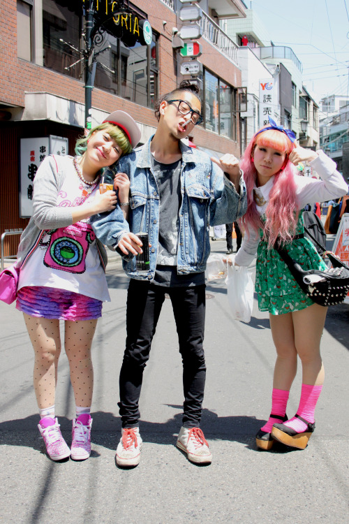 wgsn:  The Denim & Youth teams are back from Japan and missing those crazy cats already! WGSN street shot, Tokyo  Love the left outfit.