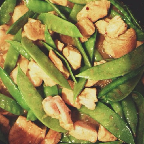 Dinner! Chicken and snap peas with an amino fluids/apple cider vinegar/sunflower seed butter + lots of spice!! #glutenfree #grainfree