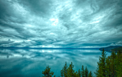 irecallthepushmorethanthefall:  Sky over Lake Tahoe (by fins'n'feathers)