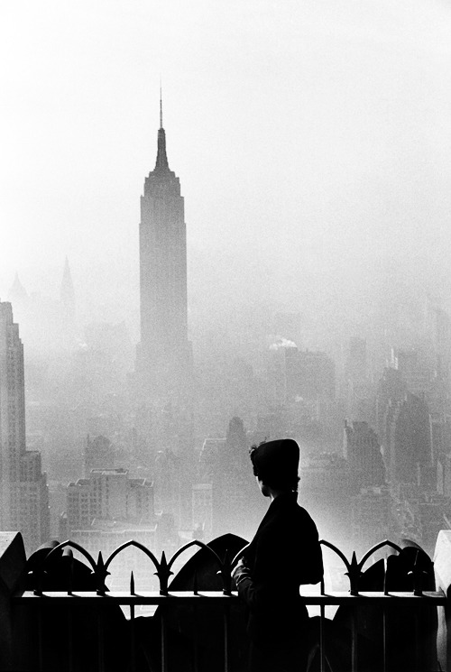 theniftyfifties:  New York City, 1955. Photo by Elliot Erwitt