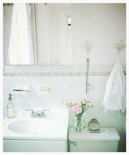 ateliercornelia:  Bath at Atelier Cornelia.  Photo by CMW