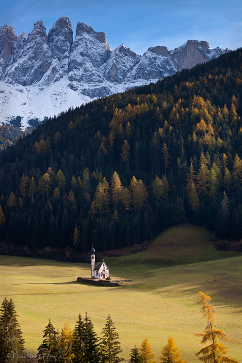allthingseurope:  South Tyrol, Italy (by Phrasikleia Epoiesen)  That's some David Eddings shit right there , does Belgarath live in that tower??