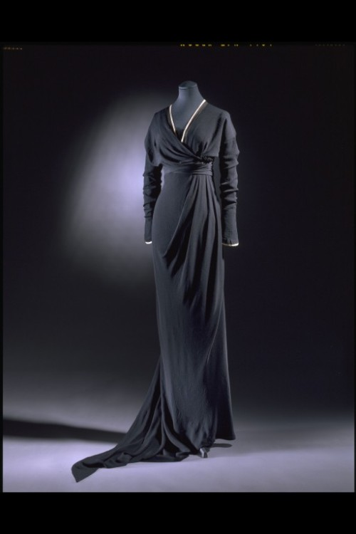 omgthatdress:  Mourning Dress Lucile, 1910-1912 The Victoria & Albert Museum  If I ever have to go somewhere super-fancy, could I wear something like this, please?