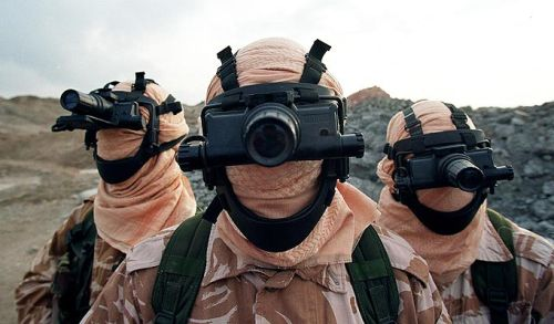 betaknowledge:  Bitish SAS during Gulf War I with their Baird goggles (via)