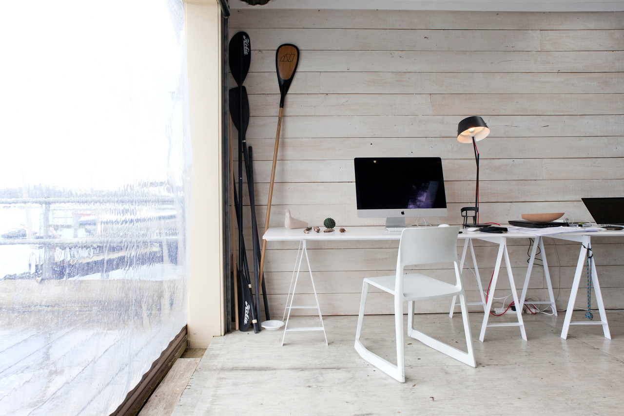 minimalsetups:Follow Minimal Setups on Instagram.