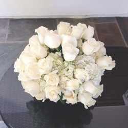 arianaaagrandeee:  Momma's flowers 😊