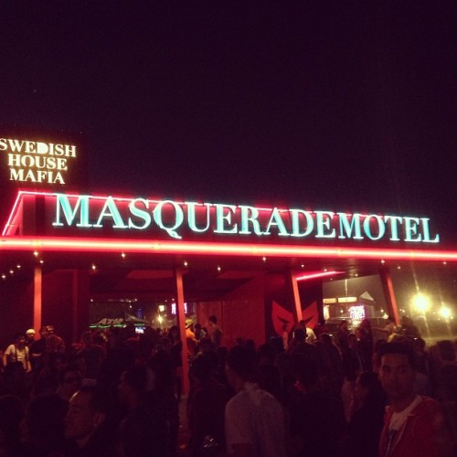It's going DOWNNNN! #edm #shm #masquerade #motel