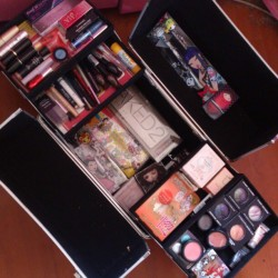 What's in my makeup train case <3
