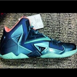 LeBron 11 sample? I'd like to see more colorways before I give my opinion #Lebron11