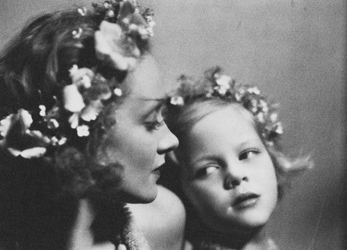 wehadfacesthen:  Marlene Dietrich and her daughter Maria Riva, 1930, in a photo taken by director Josef von Sternberg