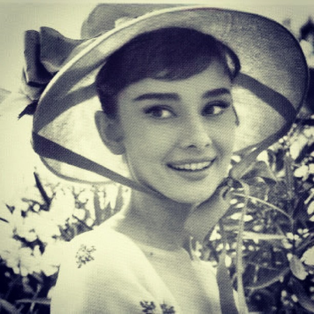 #audreyhepburn #audreyeverlasting #beautiful #oldhollywood #style #fashion #glamour #rare