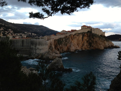 trangsrud:  Dubrovnik - a very compact and well preserved walled medieval city, set on a cliff of the Adriatic Coast.