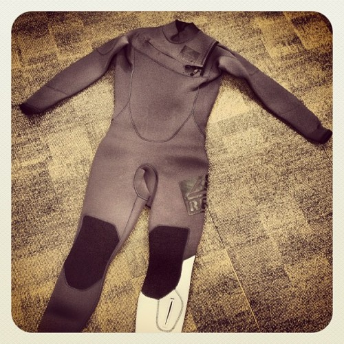 New Reef Team suits are in that I designed today!! (at Reef)