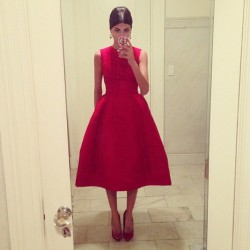 mirnah:  Giovanna Battaglia capturing her iconic dress for the Dolce & Gabbana Store opening in NYC