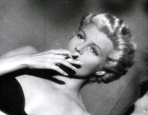 foxesinbreeches:  Rita Hayworth in The Lady From Shanghai (Orson Welles, 1947)