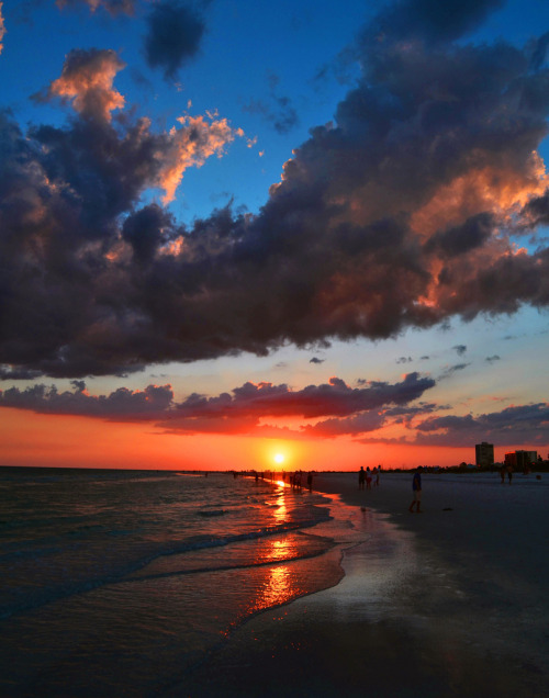 travelingcolors:  Siesta Key Beach Sunset | Florida (by Allan Mitchell)