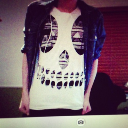 got bored so I made a skull shirt 💀