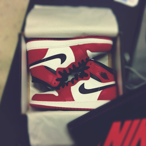therisingbasketballstar:  exfactoor:  O.G  I want these so badly. I wanna hoop in these next year.